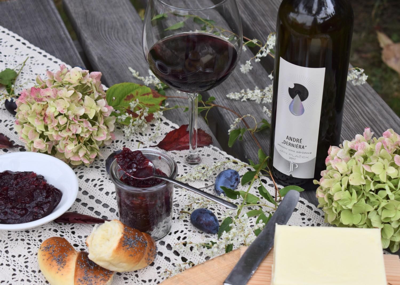 Švestkový džem s červeným vínem a pomerančem